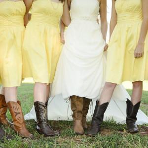 Hochzeitsstiefel der Braut und der Brautjungfern